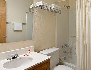Super 8 Gallup - Bathroom