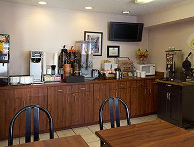 Super 8 Colorado Springs Airport - Breakfast Area