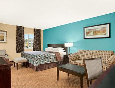 Super 8 Belleville St. Louis Area - Balcony Suite