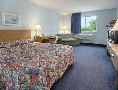 Super 8 Adrian - Standard King Bed Room