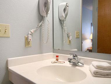 Super 8 Adrian - Bathroom
