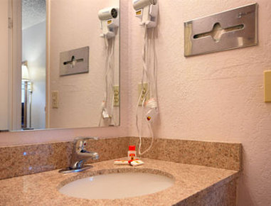 Super 8 Elk City - Bathroom