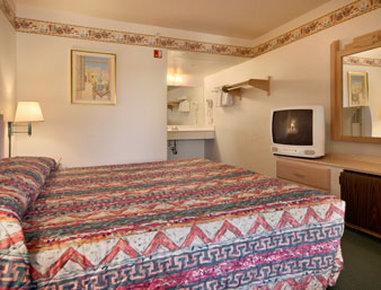 卡顿伍德速8汽车旅馆 - Standard King Bed Room