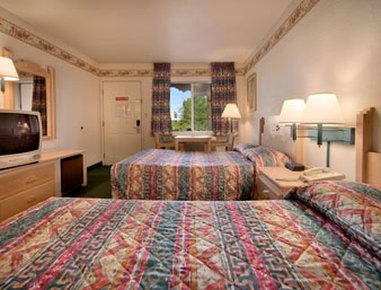 卡顿伍德速8汽车旅馆 - Standard Two Double Bed Room