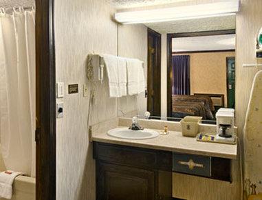 Super 8 Bartlesville - Bathroom
