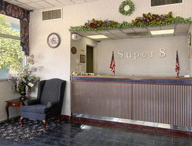 Super 8 Dillon - Lobby