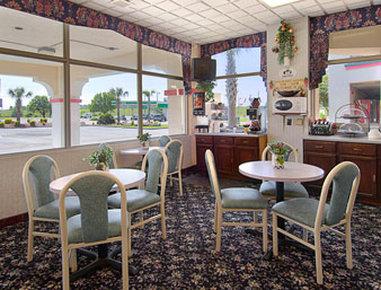 Super 8 Dillon - Breakfast Area