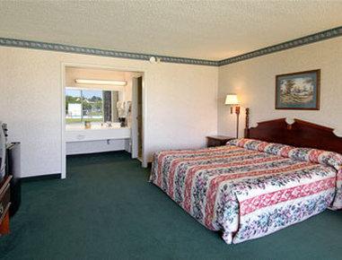 Super 8 Dillon - Standard King Bed Room