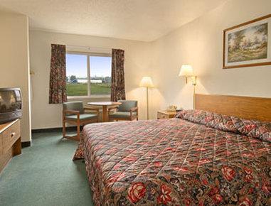 Super 8 Greenville - Standard King Bed Room