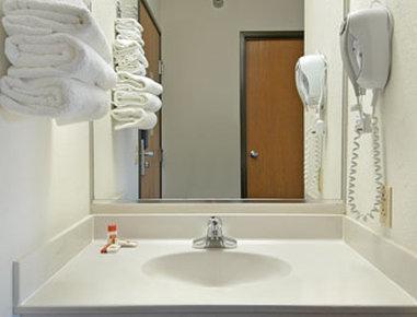 Super 8 Greenville - Bathroom