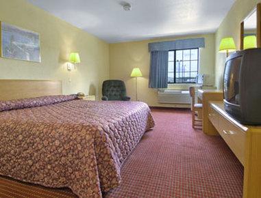 Super 8 Defiance - Standard King Bed Room
