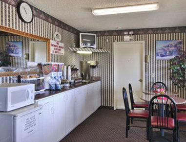 Super 8 Eastland - Breakfast Area