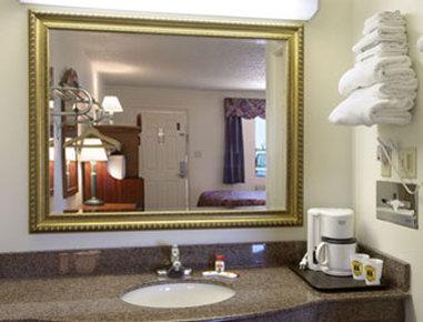 Super 8 Eastland - Bathroom