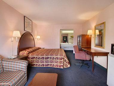 Super 8 Columbia Hotel - Standard King Bed Room