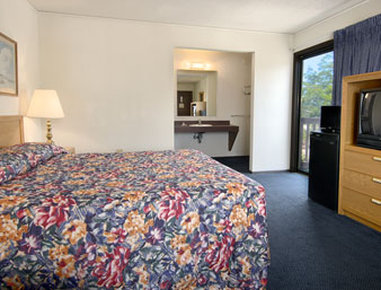 Super 8 Flint/Burton Area - Executive King Room