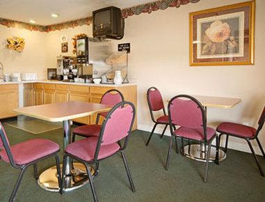 Super 8 Galesburg IL - Breakfast Area
