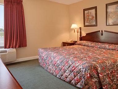 Super 8 Galesburg IL - Standard King Bed Room
