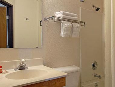 Super 8 The Dalles OR - Bathroom