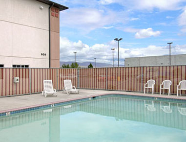 Super 8 The Dalles OR - Pool