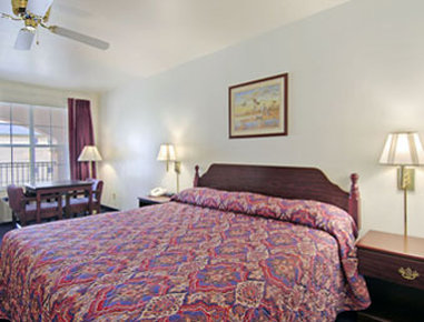 Super 8 Greenville - Standard King Bed Room