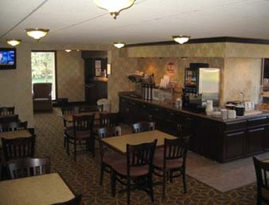 Super 8 Erie/I 90 - Breakfast Area