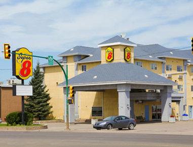 Super 8 Saskatoon Dış görünüş