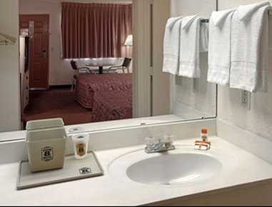 Super 8 Atlanta Jonesboro Road - Bathroom