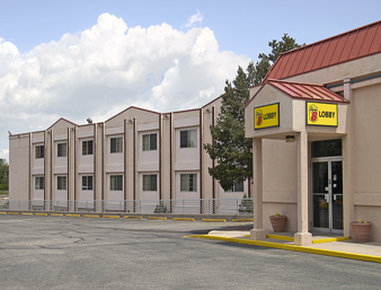 Super 8 Motel - Colorado Springs/South/Circle Dr. - Welcome to Super 8 Colo SprgsSouthCircle Drive