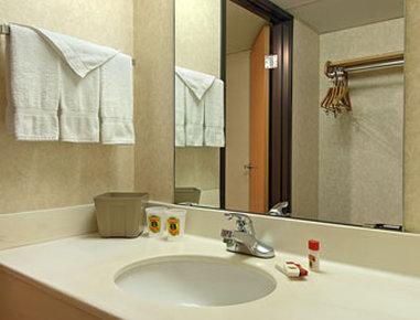 Super 8 Motel - Colorado Springs/South/Circle Dr. - Bathroom
