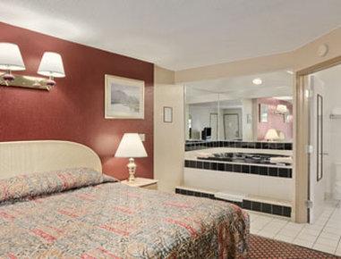 Super 8 Marysville/Port Huron Area - Jacuzzi Suite