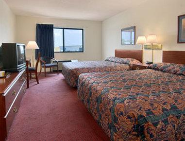 Super 8 Waterloo - Standard Two Queen Bed Room