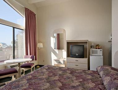 Super 8 Fort Bragg - Suite with Micro Fridge