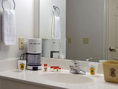 Super 8 Kountze Big Thicket Natl Pres Area - Bathroom