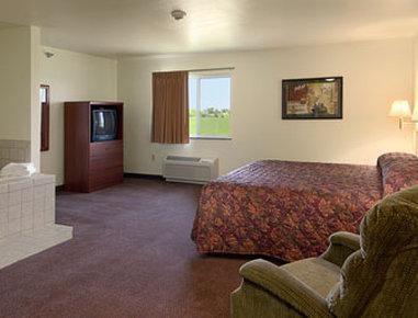 Super 8 Motel Iola Ks - Jacuzzi Suite