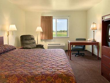 Super 8 Motel Iola Ks - Standard King Bed Room