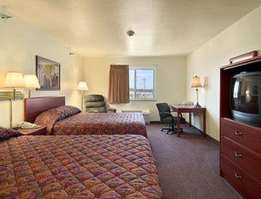 Super 8 Motel Iola Ks - Standard Two Queen Bed Room