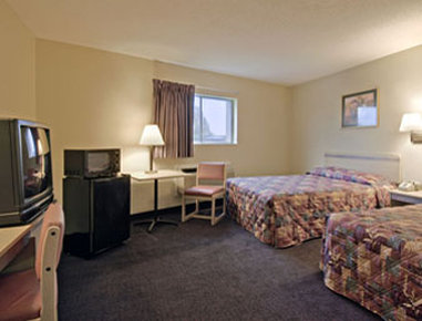 Super 8 Athens TX - Standard Two Double Guest Room