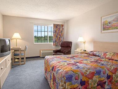 Super 8 Fort Dodge IA - Standard Queen Bed Room