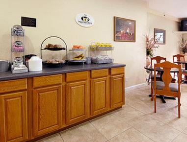 Super 8 Daytona Beach - Breakfast Area