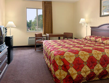 Super 8 Daytona Beach - Standard King Bed Room