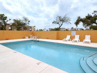 Super 8 Daytona Beach - Pool