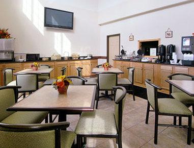 Super 8 Bowling Green North - Breakfast Area