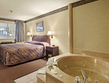 Super 8 Richardson Dallas - Jacuzzi Suite