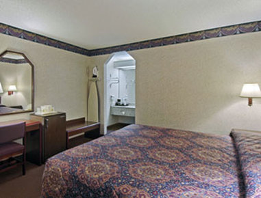 Super 8 Richardson Dallas - Standard King Bed Room