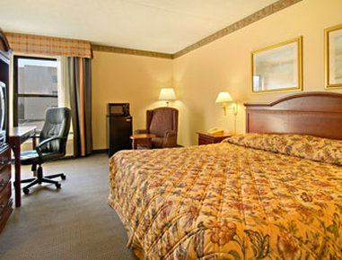 Super 8 Chattanooga/Hamilton Place - King Bed Room with Micro Fridge