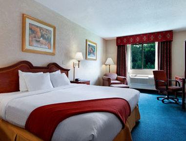 Super 8 Gettysburg - Standard King Bed Room