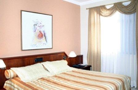 Bristol Exceler Plaza Hotel - Room