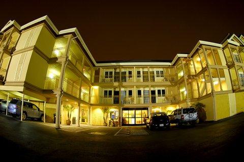 Santa Cruz Beach Inn - Front
