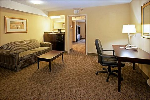 Holiday Inn Hotel & Suites BEAUMONT-PLAZA (I-10 & WALDEN) - Executive Suite - Sitting Area