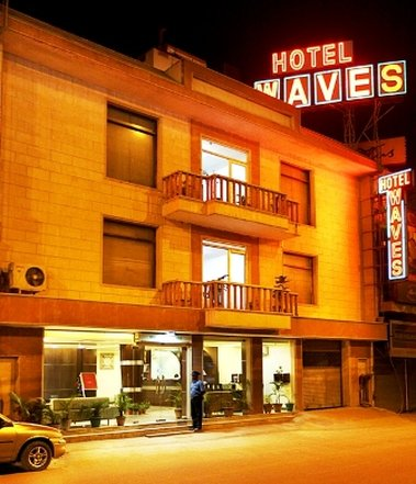 Hotel Waves - Exterior